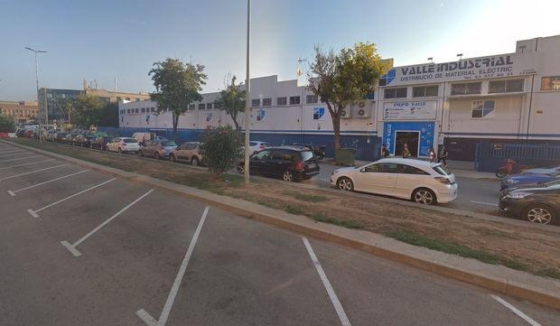 En la carretera de El Prat se llevarán a cabo acciones para que bicis y coches cohabiten con seguridad.