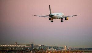 Los ayuntamientos del Delta piden limitar los vuelos nocturnos