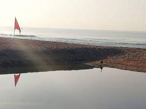 Una avería en el colector de Castelldefels vuelve a verter aguas residuales en el mar