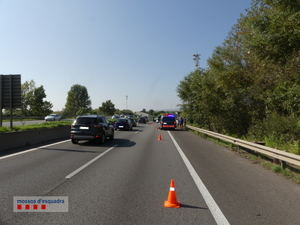Detenido un conductor por chocar voluntariamente con un motorista en El Prat