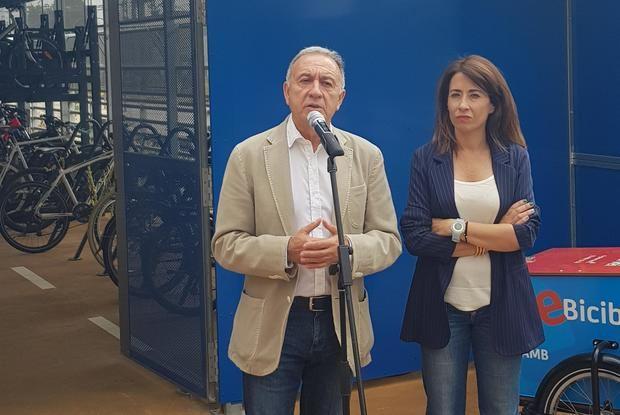 Antoni Poveda junto a Raquel Sánchez en la inaguración del nuevo Bicibox de gran capacidad en Gavà.