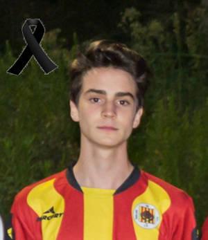 Mor Mart� Boll�, juvenil de 16 anys del Molins de Rei CF per una trombosi a l�entrenament