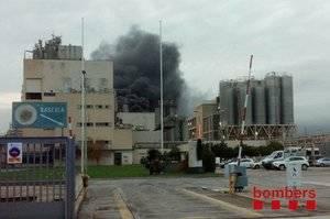El incendio de Platisverd colma la paciencia del Ayuntamiento de El Prat y la Generalitat