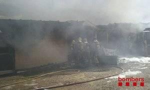 Un incendi crema la fàbrica de pistoles d'aire comprimit Gamo de Sant Boi