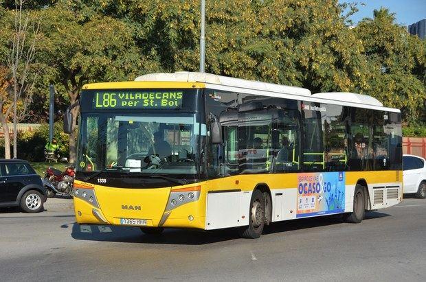 Línea de autobús metropolitano de BaixBus que une el centro de Viladecans con Plaza España, en Barcelona