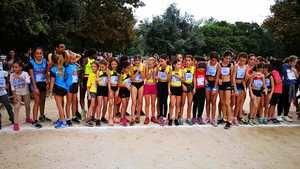 El grupo alevín femenino sub-12 al salir de la prueba del Cros en Cornellà.