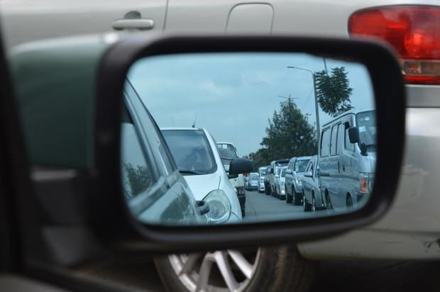 Los vehículos contaminantes que quieran circular por la zona de bajas emisiones tendrán que pagar dos euros al día