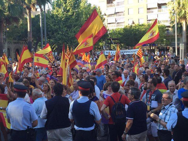 Manifestación en contra de la entrada de Castelldefels en la AMI del 23 de julio. Antes hubo una independentista a favor.