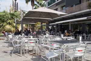 Los bares y restaurantes del Baix reivindican que no son la causa de los contagios de covid-19