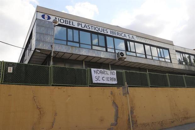 La plantilla de Nobel Plastiques aprueba el acuerdo sobre el cierre de la empresa