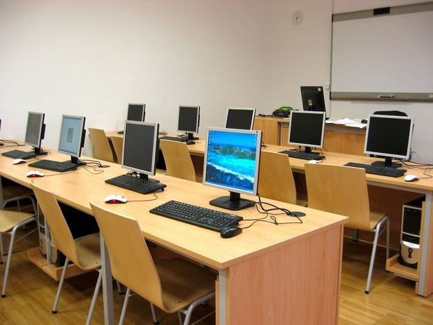 El cierre de centros educativos paraliza a 147.000 estudiantes en el Baix Llobregat