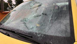 La propia diputada republicana colgó en Twitter fotografías de su coche atacado