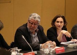 Antonio Balmón, alcalde de Cornellà y vicepresidente ejecutivo del AMB, junto a Ada Colau, alcaldesa de Barcelona y presidenta del AMB