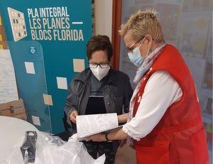 Creu Roja ayuda a las mujeres mayores de los Blocs Florida a mantenerse activas físicamente y mentalmente
