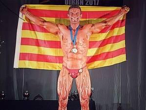 Javier Mendoza, de Santa Coloma de Cervelló, campeón de Europa (-75 Kg) en el Campeonato de Físico Culturismo Natural