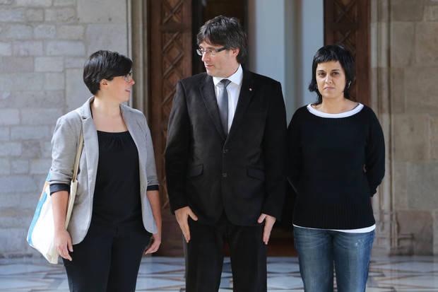 Imagen de archivo de la recepción del president Carles Puigdemont de diputadas del grupo parlamentario de la CUP