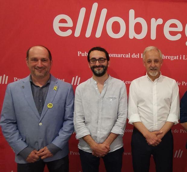 Ignasi Llorente -al centre-, fins fa poc dirigent d'ERC, és ara el candidat a l'alcaldia de CAT-Torrelles. Flanquejat per Eduard Riera, alcaldable de JuntsxTorrelles, i Josep Manuel Rafí, candidat d'ERC.
