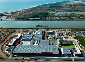 Vista aérea de la desalinizadora de El Prat.