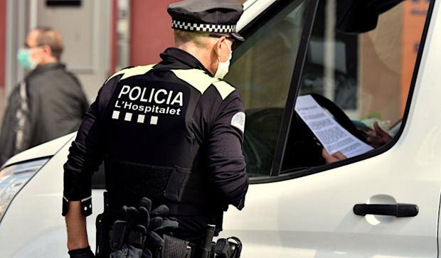 Desalojado un bar de L'Hospitalet con más de 100 personas dentro pese al covid-19