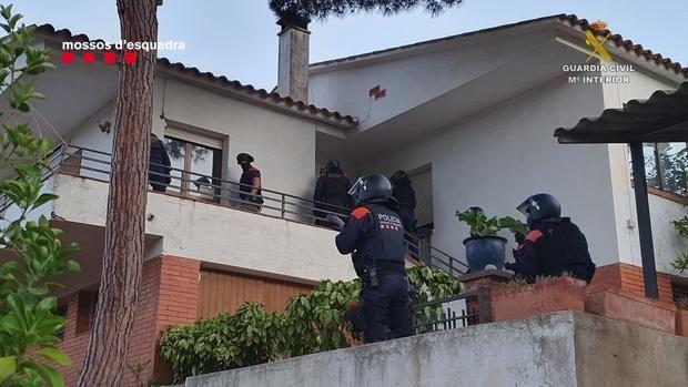 Mossos y Guardia Civil desarticulan una peligrosa banda de atracadores que operaba en Pallejà