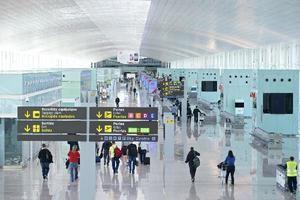 El aeropuerto de El Prat sigue encabezando el desplome del sector por las restricciones del covid-19