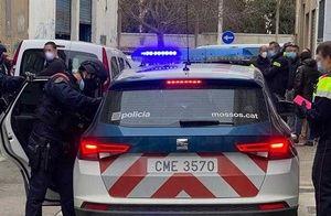 Detenidos por esconder droga en los parques de El Prat y filmarlo para captar compradores on line