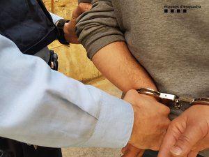 Detenido el autor de dos robos en una parroquia de Abrera