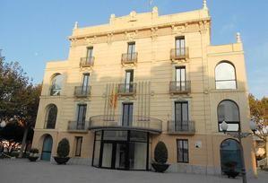 Fachada del Ayuntamiento de Olesa.