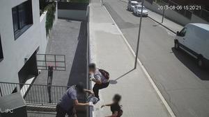 Los ladrones, cazados por una cámara de seguridad cuando se disponían a cometer un robo.