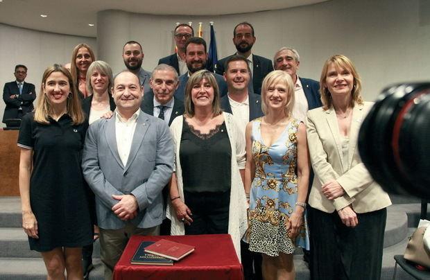 El grupo socialista en la Diputación, mayoritariamente formado por alcaldes del Baix Llobregat.