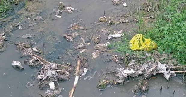 Gavà se planta contra las riadas grises que contaminan el mar