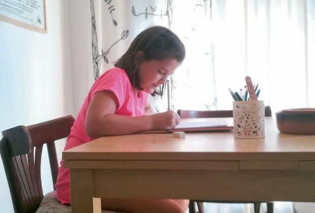 La improvisación carga a los padres con el peso de los niños confinados por el covid-19