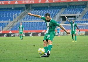 Arrenca la temporada de futbol al Baix: desafiaments i redempcions