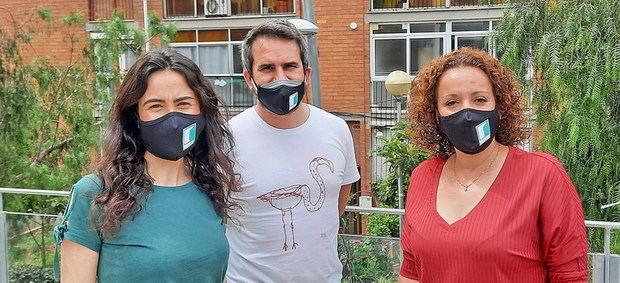 Vecinos de Viladecans ayudan a los 'invisibles' del barrio puerta a puerta