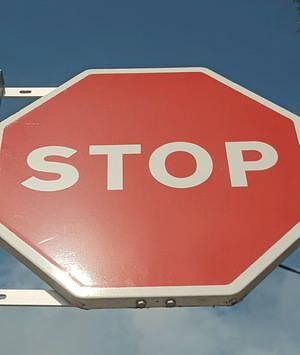 STOP als senyals en castellà