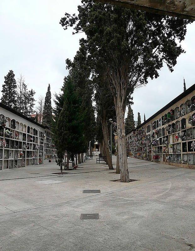 Vecinos de Sant Feliu de Llobregat demandarán a Pompas Fúnebres por la concesión de los nichos