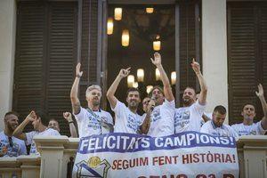 El Prat celebra el ascenso a Segunda B de su primer equipo de fútbol
