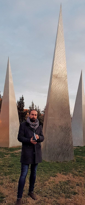 El periodista y escritor Alberto Cabello se estrena como poeta con una oda a la vitalidad: 'Venir a morir aquí'