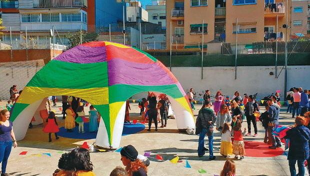 El circo social 'kanaya' revoluciona la vida de los jóvenes de los Blocs Florida