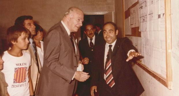 L'expresident Tarradalles durant una visita al Papiol del 1978, en la qual va ser rebut per Casajuana (a la dreta).