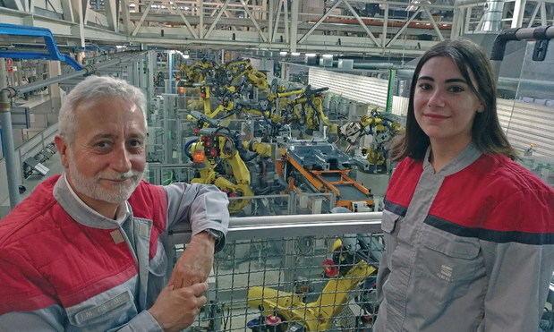 Una fábrica, 25 años y dos historias paralelas