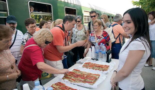 Paisatges inoblidables, gastronomia i activitats de la mà del Tren dels Llacs d'FGC