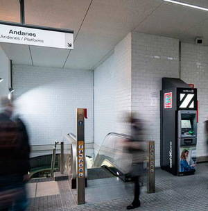 Treure diners sense sortir de l'estació