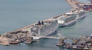 La contaminación de los cruceros de lujo 'ahoga' L'Hospitalet y el Baix Llobregat