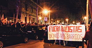 Cara a cara entre antiislamistas y antifascistas en L'Hospitalet