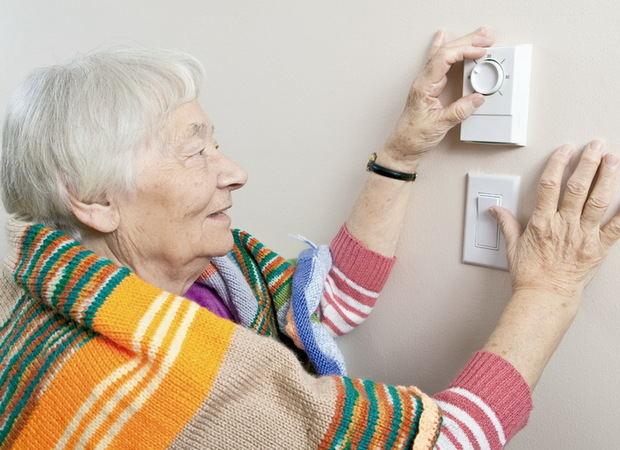 La Diputació ajuda a reduir un 18% les factures de llum, aigua i gas de les famílies vulnerables de 212 municipis