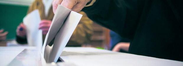 Los partidos pugnan por una buena posición en el 'pit lane' electoral
