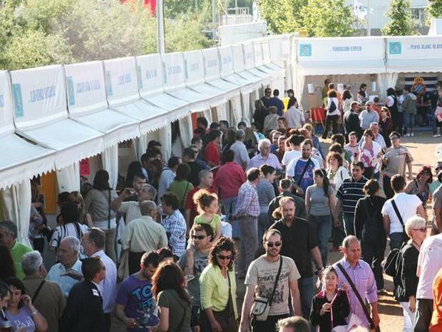 Viladecans intentará el reto de hacer un mar azul hecho por 1.500 ciudadanos en la Fiesta de Sant Isidre