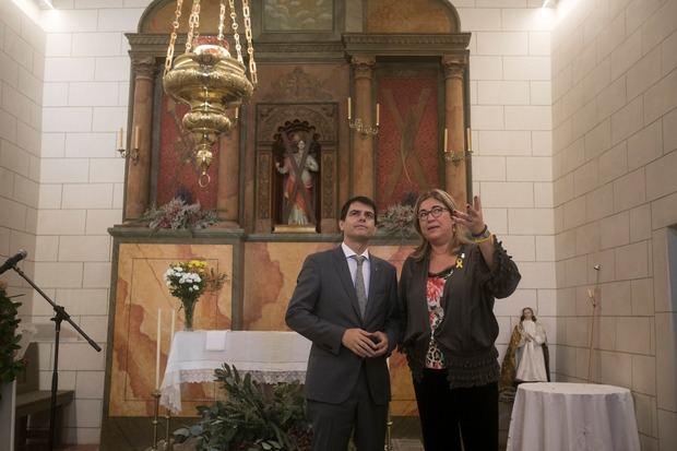 Marc Castells y Mercè Esteve han inaugurado la restauración de la ermita de Santa Eulàlia en Begues.