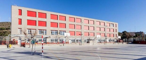 Diversos heridos al precipitarse un autobús escolar por un terraplén en Esplugues